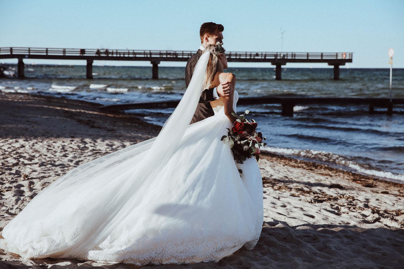 Hochzeitsfotografie Hamburg am Strand Maleen Johannsen